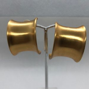 VTG very well made Clip ons in gold tone
